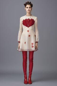http://www.vogue.com/fashion-shows/pre-fall-2016/valentino/slideshow/collection