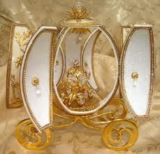 Cinderella Coach, Cinderella Carriage, Klimt Art, Gustav Klimt, Objets Antiques, Types Of Eggs, Carved Eggs, Egg Crafts, Egg Designs