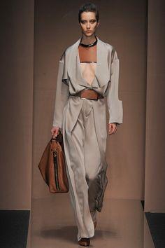 Gianfranco Ferré Milano - Spring Summer 2014 Ready-To-Wear - Shows - Vogue. Fashion Week, Fashion Show, Womens Fashion, Fashion Design, Fashion Trends, Milan Fashion, Fashion Ideas, Fashion Details, Fashion Fashion
