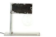 Lámpara de mesa en hierro crudo ( 30 x 30 x 10 cm) #Arte, #lampara, #metal, #muebles #diseño #artesano. #Art, #lamp, #furniture #craftsman #design