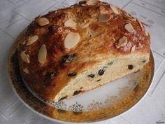 Amaterský kuchař Láďa Hruška zkusilvelikonoční recept na staročeský mazanec. Ingredience jsou možná mírně netradiční, neboť je mazanec tvarohový. Jak už to u našich receptů bývá, tento recept je rychlý a snadný, není třeba čekat na kynutí těsta mazance. Potřebné ingredience: 3 hrnky hladké mouky (6,50 Kč) 1 kostka měkkého tvarohu (17,90 Kč) 1 prášek do… Banana Bread, French Toast, Easter, Sweets, Breakfast, Food, Morning Coffee, Gummi Candy, Easter Activities
