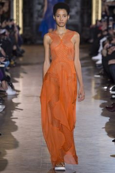See the complete Stella McCartney Spring 2016 Ready-to-Wear collection.