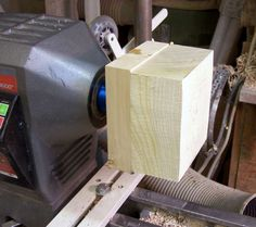 How To Pick The Right Woodworking Lathe When Starting A Wood Turning Project - Woody's Wood Woodworking Lathe, Learn Woodworking, Woodworking Projects, Carpentry, Wood Turning Lathe, Wood Turning Projects, Lathe Projects, Wood Projects, Wood Lathe Chuck