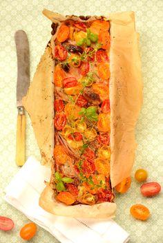tomat/løgtærte med quinoabund   Urtekram bloggen og øko-vennerne