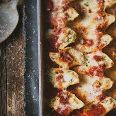Coquilles géantes farcies au poulet, épinards & fromage - Recette | Trois fois par jour