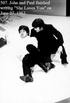 John Lennon and Paul McCartney Foto Beatles, Beatles Love, Les Beatles, Beatles Photos, John Lennon Beatles, Beatles Trivia, Beatles Bible, Great Bands, Cool Bands