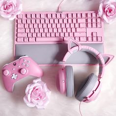 Pink kitten themed gaming things are the best! Pink Games, Kawaii Bedroom, Gaming Room Setup, Pc Setup, Gaming Rooms, Otaku Room, Game Room Design, Gamer Room, Computers