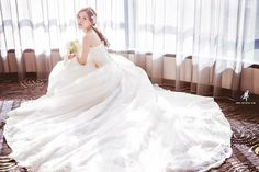 Style, grace and of effortless beauty! So in love with this elegant bridal look!