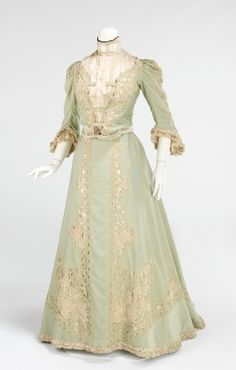 Such soft, peaceful hues at work on this lovely dress from 1903. #green #mint #dress #Edwardian #fashion #clothing #costume #1900s #vintage