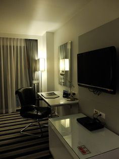 Bangkok Travel, Bangkok Hotel, Best Western, Hotel Reviews, Hostel, Corner Desk, Westerns, Conference Room, Table