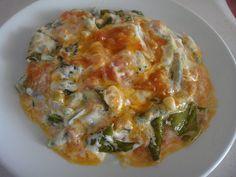 Ege bölgesinde sıkça yapılan tam bir yaz yemeği. Benim de severek yaptığım bir yemek, bu yemeği İzmir'de çokça bulunun taze börülceyle de yapabilirsiniz harika oluyor...