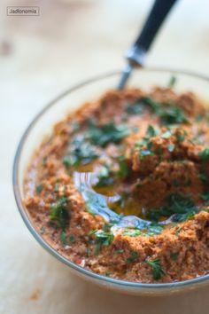 jadłonomia · roślinne przepisy: Pasta z papryki i orzechów laskowych Hummus, Breakfast Recipes, Curry, Pasta, Ethnic Recipes, Food, Curries, Essen, Meals