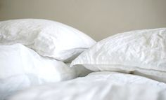 valkoiset pellavalakanat Bed Pillows, Pillow Cases, Home, Pillows, Ad Home, Homes, Haus, Houses