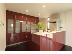 Onocom Design Center 対面キッチンにすることでリビングと一体感を感じられ広々明るい。