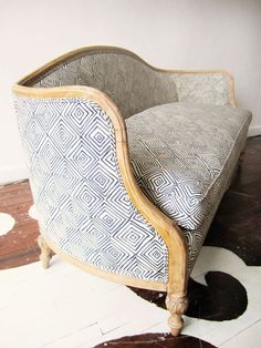 4 Thriving Cool Ideas: Upholstery Tools Home upholstery chair thrift stores.Upholstery Tools Home upholstery texture. Furniture Makeover, Diy Furniture, Furniture Design, Trendy Furniture, Modular Furniture, Furniture Logo, Retro Furniture, Repurposed Furniture, Sofa Design