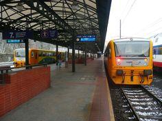Elektrické vlaky se na linkách S nahrazovaly jak jen se dalo. Jena, Train Station, Prague, Maine, Architecture, Arquitetura, Architecture Design