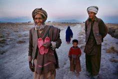 On Foot - Afghanistan - Steve McCurry Color Photography, Film Photography, Street Photography, Landscape Photography, Nature Photography, Fashion Photography, Wedding Photography, Robert Doisneau, National Geographic
