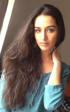 Bollywood fashion 384565255656668274 - Shraddha Kapoor on the sets of The Villain Source by laurehrouch Bollywood Photos, Bollywood Stars, Bollywood Celebrities, Bollywood Fashion, Bollywood Actress, Beautiful Indian Actress, Beautiful Actresses, Beautiful Women, Sraddha Kapoor