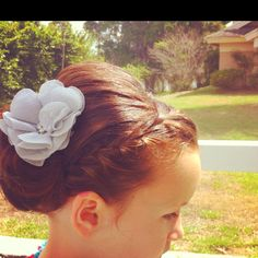 Flower girl hair... so cute!