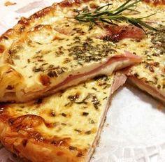 .La Torta salata con prosciutto cotto e scamorza e' una ricetta molto semplice ma assolutamente gustosa !!!!. E' una di quelle ricette da ricordare..