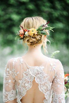 lace wedding dress and boho bridal hair - photo by Kayla Snell http://ruffledblog.com/cobalt-and-orange-midcentury-wedding-inspiration/