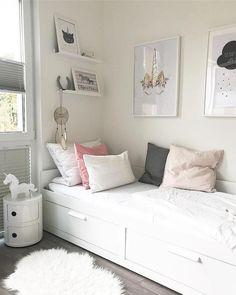 51 Free Inspiring Small Teen Bedroom Ideas You Will Love #smallteenbedroom #smallbedroom #bedroomideas » agilshome.com