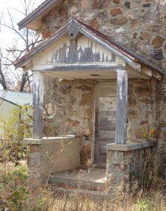 Abandoned stone School in Olden, Missouri Old Abandoned Buildings, Abandoned Property, Abandoned Castles, Abandoned Mansions, Old Buildings, Abandoned Places, Beautiful Ruins, Beautiful Places, Missouri