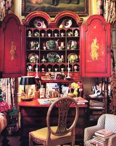 Mario Buatta's Manhattan Apartment is for Sale (The Glam Pad) English Country Style, Country Style Homes, Mario Buatta, American Interior, Manhattan Apartment, Brown Furniture, French Furniture, Furniture Design, House On A Hill