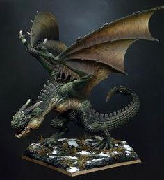 Typhaggahw - Gwyfern of Ceredigion. Painted by Raffaele Picca. Dragon Miniatures, Fantasy Miniatures, Fire Dragon, Dragon Art, Green Dragon, Fantasy Figures, Fantasy Art, Fantasy Creatures, Mythical Creatures