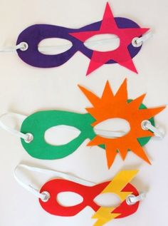 Super Easy Super Heroes (for the whole super family No sew superhero masks for kids. Perfect for playing dress-up and pretend play! Easy Superhero Costumes, Super Hero Costumes, Superhero Party, Super Hero Masks, Superhero Dress, Theme Carnaval, Camping Crafts, Diy Mask, Mask For Kids