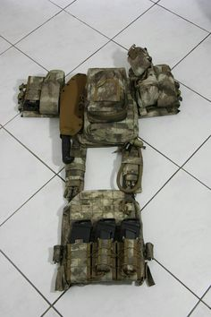 NOTE pouches, pouch placement, rear pouch placement, camelback, rucksack