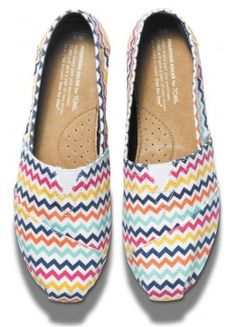 Love these fun #chevron #TOMS! http://rstyle.me/~1L3A7