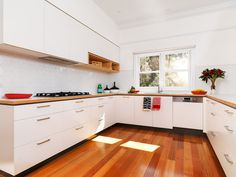 Laminated ply kitchen adds some warmth  Cantilever_Stephen_Banham_Kitchen (9 of 15)