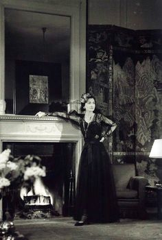 Coco Chanel dans son appartement du Ritz. François Kollar, 1937