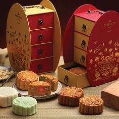 Treasure of Mid-Autumn with Halal Certified Mooncakes @ Dorsett Grand Subang Food Packaging, Packaging Design, Chinese Moon Cake, Mooncake Recipe, Japanese Packaging, Box Patterns, Mid Autumn, Chocolate Box, Chinese New Year