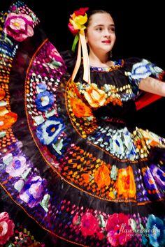 Ballet Folklorico de Adelante Mexican Art, Mexican Style, Ballet Folklorico, Mexican Costume, Mexican Embroidery, Embroidery Dress, Latino Art, Tribal Dance, Hispanic Heritage