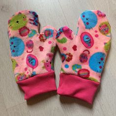 Het is buiten weer koud geworden dus werd het tijd voor handschoenen. Nu wilde mijn dochter (2 jaar) geen handschoenen aan. Haar han...