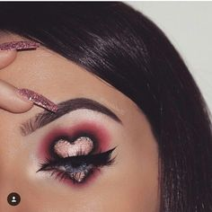 Whenever you do eye makeup, make your eyes look brighter. Your eye make-up must make your eyes stand out amongst the other functions of your face. Crazy Makeup, Cute Makeup, Pretty Makeup, Cheap Makeup, Amazing Makeup, Amazing Art, Makeup Goals, Makeup Inspo, Makeup Inspiration