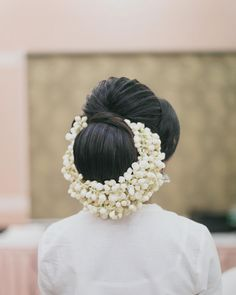 Created this textured chignon on the first day of our chennai hair workshop. More pics @spt_makeupandhaircourses 💕 #hairstyle #weddings #bridal #hair #bunhairstyle #hairbun #jasmine