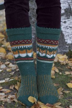 Kirjoitukset avainsanalla villasukat | Kodin Kuvalehti Knitting Socks, Knit Socks, Leg Warmers, Fall Outfits, Knitting Patterns, Diy And Crafts, Mittens, Charts, Create
