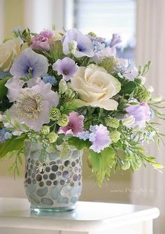 floral bouquet of pale spring colored flowers Beautiful Flower Arrangements, My Flower, Flower Vases, Beautiful Flowers, Arte Floral, Deco Floral, Arrangements Ikebana, Floral Arrangements, Decoration Plante