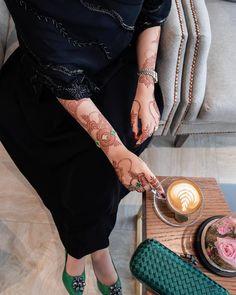Mehndi Desing, Arabic Henna Designs, Bridal Henna Designs, Unique Mehndi Designs, Beautiful Henna Designs, Hena Designs, Dps For Girls, Mehndi Design Pictures, Modesty Fashion
