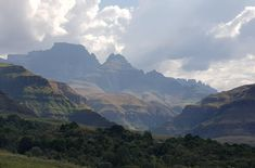 Champange Castle and Cathkin Peak Central Drakensberg South Africa [OC] [4032x2662]