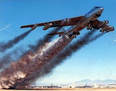 Military and Aviation : Boeing Stratojet using JATO bottles for take-off. Military Jets, Military Aircraft, Fighter Aircraft, Fighter Jets, Tomcat F14, Bomba Nuclear, Photo Avion, V Force, Strategic Air Command