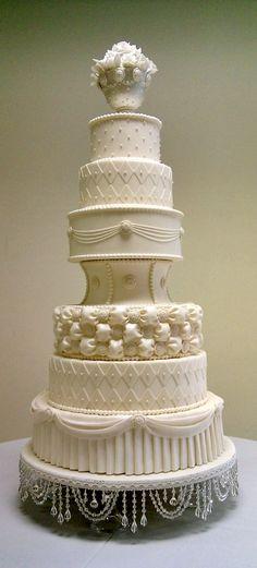 cake not so high Round Wedding Cakes, Wedding Sweets, White Wedding Cakes, Beautiful Wedding Cakes, Gorgeous Cakes, Pretty Cakes, Amazing Cakes, Dream Wedding, Ivory Wedding