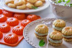 Bábovky z lehounkého citronového těsta jsou spojené osvěžujícím mátovým krémem. S jejich upečením vám pomůže silikonová forma. Muesli, Cheesecake, Muffin, Menu, Breakfast, Desserts, Food, Lemon, Menu Board Design