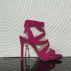 Scarpe sandalo camoscio fucsia donna moda tendenza tacco alto comfort .