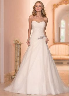 Buy discount Glamorous Tulle Sweetheart Neckline A-Line Wedding Dress with Rhinestones at Dressilyme.com