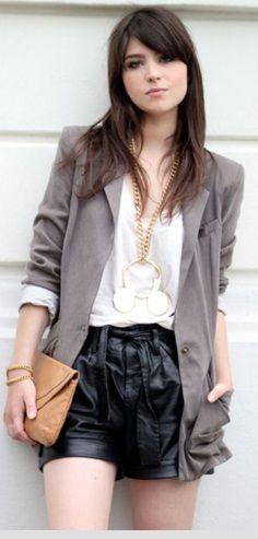 Mais um look formal: com blazer e clutch!