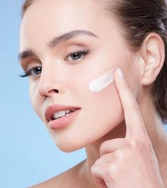 In the case of vitamins in skin care products, panthenol — aka the provitamin of vitamin B5 — is something of an unsung hero, especially when compared to the buzzier vitamin A and vitamin C. But it's every bit as important. Glowing Skin Diet, Glow Skin, Dry Skin, Skin Tips, Skin Care Tips, Skin Secrets, Anti Aging, Best Retinol Cream, Cleanser For Oily Skin